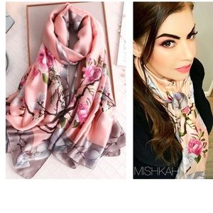 Just In🎉Beautiful Large Silk Flower Blossom Scarf